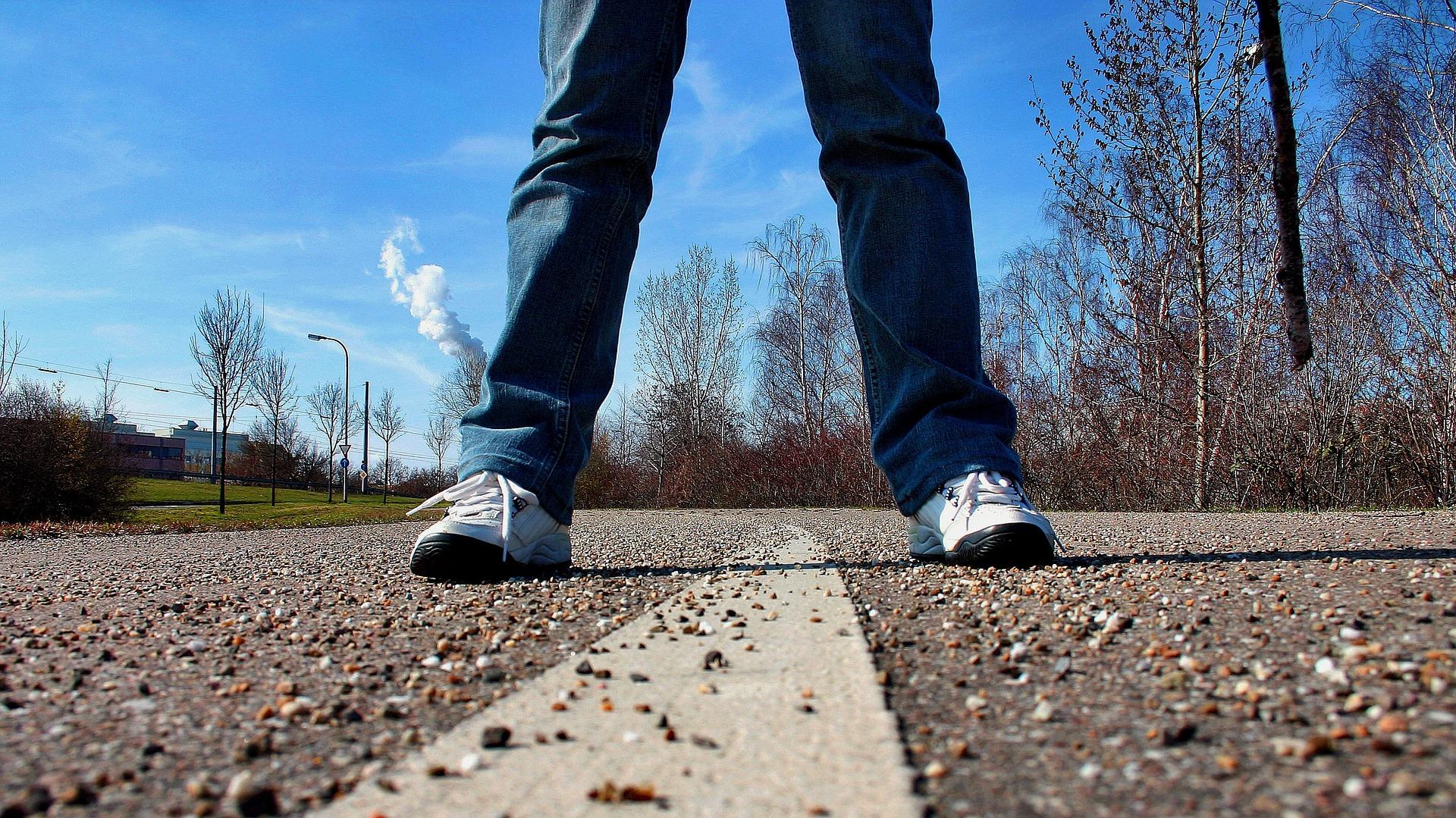 sidewalk-657906_1920-1